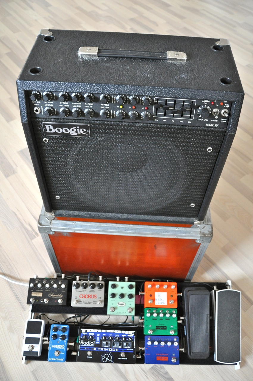 Soren Reiff's setup 2013 - a Mesa Boogie Mark IV combo, and a full packed board